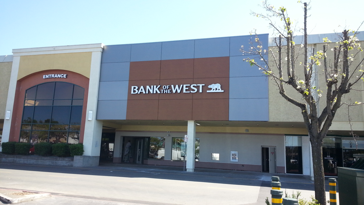 bank of the west outside entrance